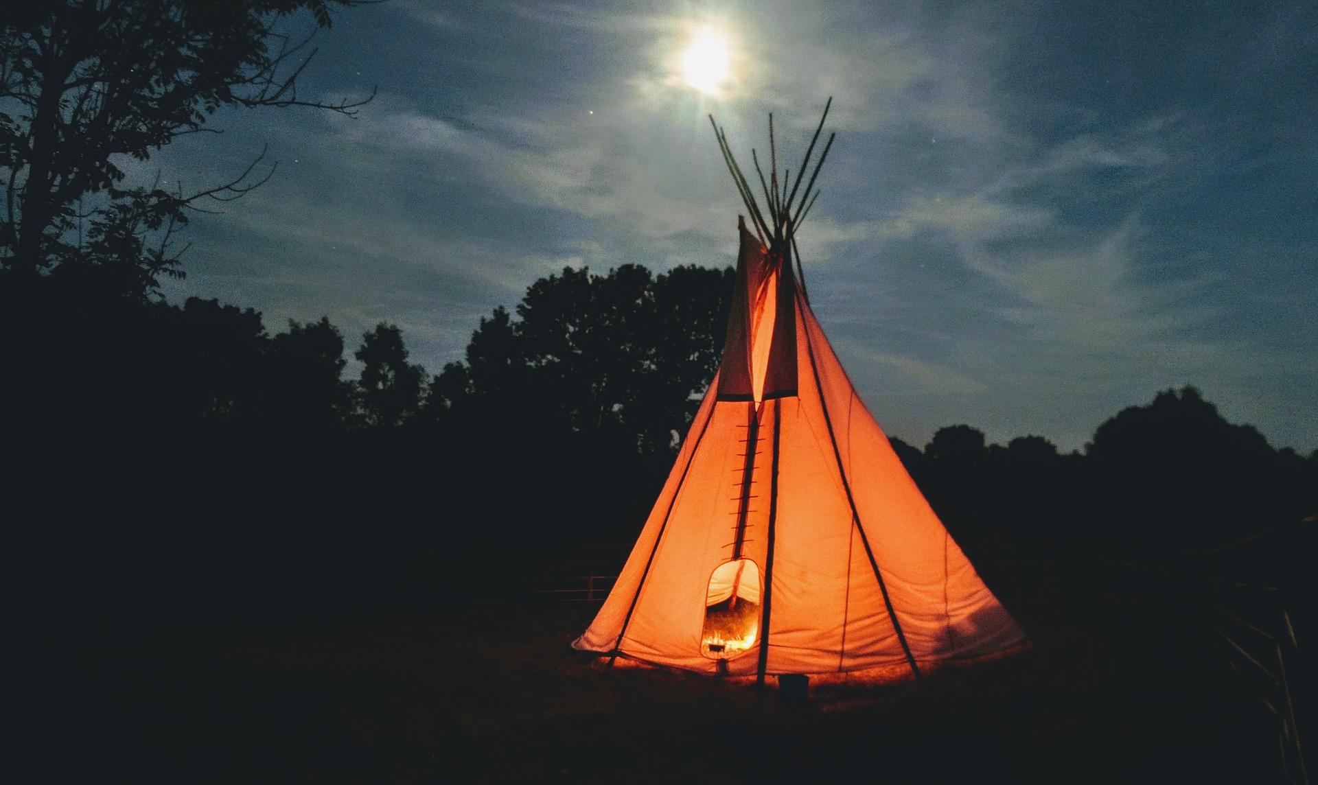 Krásný indiánský stan teepee pro vaše děti