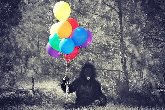 opice s balónky