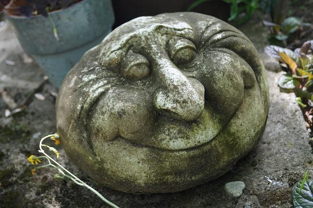obličej z kamene